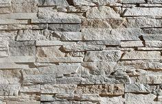 Wandstrips van diverse soorten natuursteen panelen. Het voordeel is dat de panelen compleet met hoeken verkrijgbaar zijn. Het is hufterproof en het is ook te gebruiken in natte ruimtes. Een nadeel is dat het alleen op een egale muur geplaatst kan worden