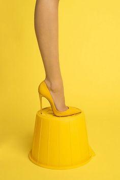 Yellow by Luke Stephenson💛 Fine Art 📸 Photographie aux nuances de jaune no 34 📸 Mellow Yellow, Mustard Yellow, Color Yellow, Lemon Yellow, Jaune Orange, Yellow Submarine, Yellow Fashion, Shades Of Yellow, Happy Colors