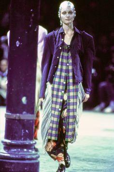 Comme des Garçons Fall 1993 Ready-to-Wear Fashion Show - Amber Valletta (Women)