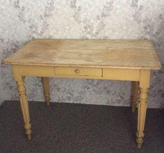 kellertävä koristeellinen puupöytä . 110x62cm . korkeus 72cm . @kooPernu