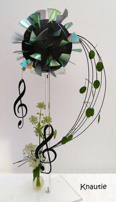 Music Flower, Flower Show, Flower Art, Contemporary Flower Arrangements, Floral Arrangements, Ikebana, Music Centerpieces, Office Deco, Palm Frond Art
