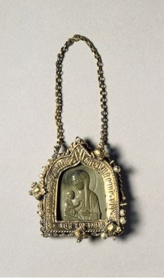 """12th c. Byzantine Pendant Icon with the Virgin """"Dexiokratousa,"""" mounted in frame by 14th c. German artist - steatite, gilt silver, pearls (2 1/16 x 1 9/16 in.) - Cleveland Museum of Art 1951.445.1"""