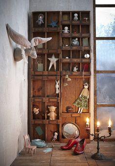 Calendrier de l'Avent WonderLAND Milk 38 I like the rabbit head on the wall Play Spaces, Kid Spaces, Decoration Bedroom, Room Decor, Casa Kids, Wonderland, Floating, Little Doll, Deco Design