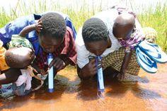 Acqua potabile subito: il depuratore portatile è nella cannuccia