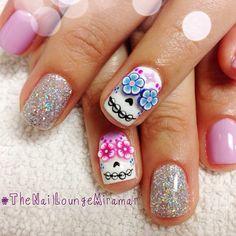 Day of the dead nails - catrina nail art Get Nails, Love Nails, Hair And Nails, Gorgeous Nails, Pretty Nails, Sugar Skull Nails, Skull Nail Art, Sugar Skulls, Nailart