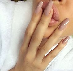 In look for some nail designs and ideas for the nails? Here's our list of 33 must-try coffin acrylic nails for stylish women. Nude Nails, Stiletto Nails, Gel Nails, Acrylic Nails, Coffin Nails, Glitter Nails, Gorgeous Nails, Pretty Nails, Fancy Nails
