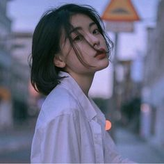 Image discovered by wild thing. Find images and videos about girl, beauty and korean on We Heart It - the app to get lost in what you love. Korean Girl, Asian Girl, Uzzlang Girl, Girl Photography Poses, Portrait Poses, Foto Pose, Girl Short Hair, Aesthetic Girl, Girl Crushes