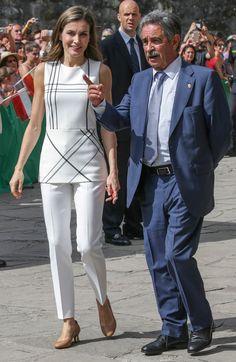 La Reina Letizia se baja del tacón y tira de naturalidad en Cantabria