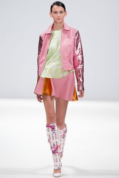 Explore the looks, models, and beauty from the Ong Oaj Pairam Spring/Summer 2015 Ready-To-Wear show in London on 13 September 2014 Style Casual, Ss 15, Spring Summer 2015, Editorial Fashion, Ready To Wear, Women Wear, Vogue, Celebrities, Model