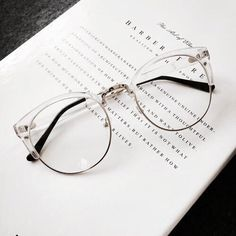 Imagen de glasses, style, and book