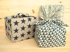 Gift wrapping with furoshiki cloth for zero waste, trash-free gift giving and holiday and birthday celebrations Furoshiki, Ideias Diy, Green Life, Gift Packaging, Zero Waste, Free Gifts, Wraps, Gift Wrapping, Fabric
