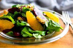 Из свеклы и апельсинов можно приготовить очень вкусный и полезный салат. Ищите в нем витамин С, а также множество минералов и других питательных веществ.