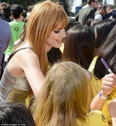 From Bella Thorne with love! The @Disney star smiled and chatted up the Kids Choice Award crowd