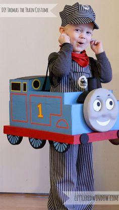 Adorable estupendo DIY Thomas el disfraz de Halloween de tren hecho de una caja de cartón!  desde Little Window Red