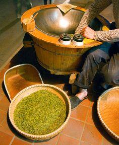 Stir-fried Green Tea in Hangzhou