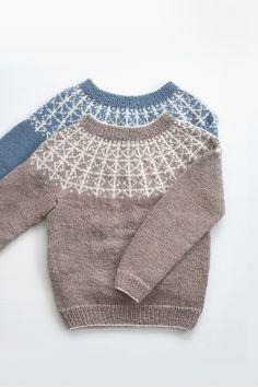 RIMFROST - en varm og tyk trøje strikket dobbeltrådet i det blødeste alpaka. Mønsteret fører tankerne hen mod de nordiske vinternætter med smukt ri...