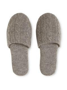 a Cashmere Cashmere Cable Knit Slipper (Heather Grey)