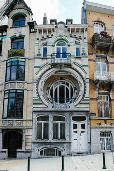 dailybrussels:  Maison Nelissen.     The House Nelissen is a building Art Nouveau at number 5 in the Avenue du Mont Kemmel in Forest, a suburb of Brussels in Belgium. The house was built in 1905 by Arthur Nelissen, an eclectic architect original Dutch whose activity took place in Brussels.