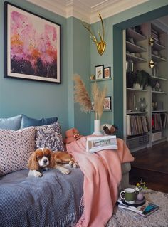 How to add colour into your home using art. Dix Blue by Farrow and Ball. Blue Rooms, Room Colors, Blue Living Room, Living Room Interior, Room Decor, Living Room Colors, Wall Decor Living Room, Blue Walls, Colorful Interiors