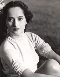 summers-in-hollywood: Merle Oberon by George. Old Hollywood Movies, Old Hollywood Stars, Old Hollywood Glamour, Vintage Hollywood, Classic Hollywood, Merle Oberon, Samuel Goldwyn, George Hurrell, Bw Photography