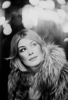 Women I'd definitely marry to if I had the chance: 1# Rosamund Pike. Why? Come on! Look at her! She's gorgeous, adorable, lovely, classy... The whole freaking package!