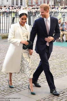The Duchess wore a Victoria Beckham ensemble for today's Commonwealth Service at Westminster Abbey. This was the first Commonwealth Service Harry and Meghan attended as a married couple. Meghan Markle Outfits, Meghan Markle Style, Prince Harry And Megan, Harry And Meghan, Prinz Harry Meghan Markle, Sussex, Catherine Walker, Kate And Meghan, Princess Meghan