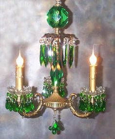 ❤•♥.•:*´¨`*:•♥•❤ this green crystal chandelier.