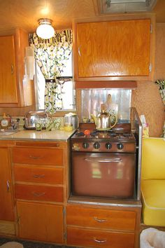 Early-America kitchen design themes in 1959 Shasta Airflyte Trailer Camping has reinvented itself and is now more inviting to e. Vintage Campers For Sale, Vintage Campers Trailers, Vintage Caravans, Travel Trailers, Shasta Trailer, Shasta Camper, Trailer Interior, Camper Interior, Shower Tent