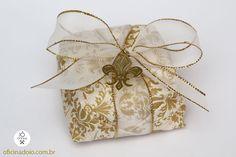 Bem-Casados Lembrancinhas e muito mais!  Oficina do Iô - um mundo de detalhes!  Gostou? Entre em contato com a gente!  e-mail: oficinadoio@gmail.com  whatsapp: 31 975454241 whatsapp: 31 991629182  #convitedecasamento #convitediferente #convitepadrinhos #convitesespeciais #voucasar2018 #voucasar2017 #wedding #noivas #convitepersonalizado #luxo #design #convite #convites #lacreparaconvite #bride #casandocomamor #design #estilo #lacreparaconvites #selodeconvite #casamento #decoracaocasamento