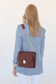 c0d53f329059 Focused on expertly crafted leather accessories and luxury handbags