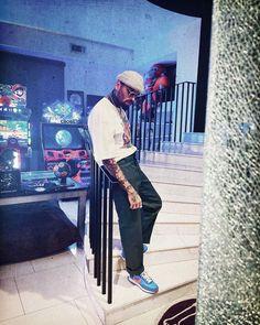 "BREEZY on Instagram: ""❤️"" Chris Brown Videos, Chris Brown Pictures, Chris Brown Style, Breezy Chris Brown, Gorgeous Black Men, Beautiful, Streetwear Fashion, Street Wear, Hipster"