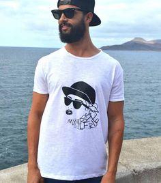 My hipster GirlFriend - Paraíso Design. Camiseta 100% algodón ecológico. Los materiales que utilizamos están certificados según la norma Oeko-Tex® Standard 100, lo que significa que son inocuos para el medio ambiente.