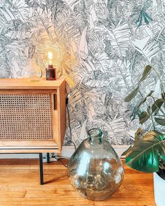 Tiphaine de Bodman signs a jungle wallpaper with a generously leafy pattern. Palm trees, banana trees intertwine offering dreamlike travel in distant and warm regions. The lush vegetation of this exotic wallpaper invites nature into your interior. @margaux_hsst Jungle Wallpaper, Tropical Wallpaper, Vase Design, Deco Design, Palmiers, Tropical Forest, Decoration Inspiration, Central Saint Martins, Paper Dimensions