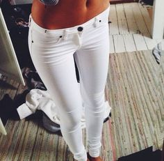 <3 White skinny jeans. I want to wear these!