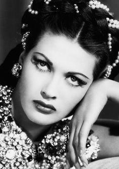 Yvonne De Carlo.