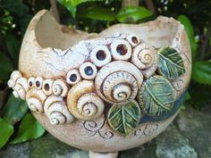 Budget Decorating Using Pottery Ceramic Pottery, Pottery Art, Ceramic Art, Garden Types, Garden Art, Fence Garden, Garden Painting, Dream Garden, Indoor Garden
