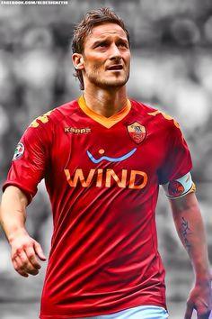 Francesco Totti - O clássico capitão da Roma, visão de jogo e passes elegantes. Um dos símbolos do amor a camisa.