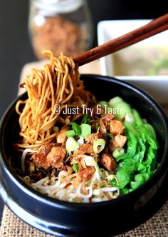 Just Try & Taste: Mie Ayam Yamin *My fav since college 👍👍👍 Asian Recipes, Healthy Recipes, Easy Recipes, Ethnic Recipes, Mie Goreng, Indonesian Cuisine, Indonesian Recipes, Bistro Food, Malay Food