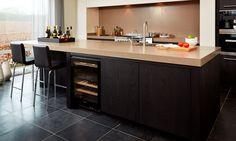 Nibo Stone werkt nauw samen met keukenontwerper Harold Lenssen en levert prachtige exclusieve natuursteen vloeren voor uw keuken. Decor, House, Home, Dining, Kitchen, Kitchen Dining, First Home, Home Kitchens, Renovations
