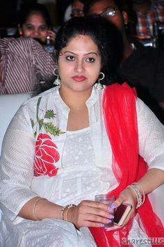 Aesa hota ke_ Ham ko zindagani mein_ Aesa koee milta ke_ Ham ko kash kehne ki_ Zarurat hi na rehti_ Kash. Beautiful Girl Indian, Most Beautiful Indian Actress, Beautiful Saree, Beautiful Actresses, Beautiful Women, South Actress, Old Actress, Indian Bollywood Actress, Indian Actresses