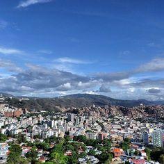 Excelente jueves! Fotografía de #Caracas cortesía de @jnvenezuela  #LaCuadraU #GaleriaLCU #Caracas #CaracasModerna #CaracasHermosa #FelizJueves #Jueves #Abril #venezuela #VenezuelaLibreYSoberana