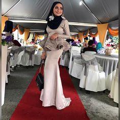 Girl Hijab, Beautiful Hijab, Hot Dress, Tight Dresses, Tights, Bodycon Dress, Satin, Lady, Model