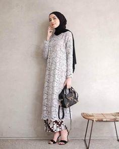 Ideas fashion hijab kondangan for 2019 Kebaya Lace, Batik Kebaya, Kebaya Dress, Batik Dress, Dress Lace, Lace Tunic, Kebaya Modern Hijab, Kebaya Hijab, Kebaya Brokat