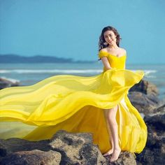 Yellow Chiffon Off Shoulder Train Evening Dresses Formal Prom Gown Photography Formal Evening Dresses, Strapless Dress Formal, Formal Prom, Girl Photography, Fashion Photography, Wind Skirt, Book 15 Anos, Yellow Fashion, How To Pose