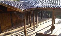 Pérgola de madera con cubierta tradicional