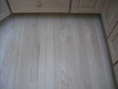 Red Oak Bleached white stain - 6 coats of Water base finish image 7 Light Grey Wood Floors, Wood Floor Stain Colors, Red Oak Floors, Diy Wood Floors, Oak Hardwood Flooring, Flooring Ideas, Oak Floor Stains, White Washed Oak, Red Oak Wood