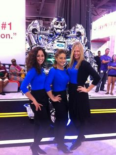Check out this great picture with a robot at the Arizona Intl Auto Show! @FordAutoShows