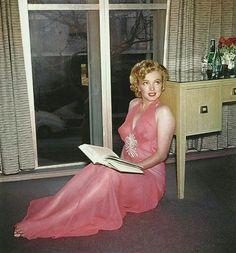 "masteringmarilyn: "" The pink peignoir sitting by Harold Lloyd, "" Marilyn Monroe Marylin Monroe, Marilyn Monroe Fotos, Harold Lloyd, Joe Dimaggio, Cool Winter, Philippe Halsman, Portrait Studio, Cinema Tv, Greta"