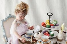 A very sweet vintage tea party setting for children Queens Birthday Party, Queen Birthday, Tea Party Birthday, Baby First Birthday, Toddler Girl Parties, Girls Tea Party, Tea Party Theme, Tea Parties, Tutu