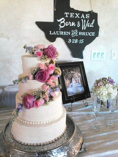 Texas style wedding cake at the Vineyard at Gruene. pink, purple flowers on ivory wedding cake. Texas shaped chalk board. New Braunfels, TX weddings